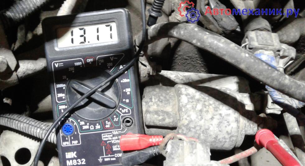 Как проверить заряжает ли генератор аккумулятор