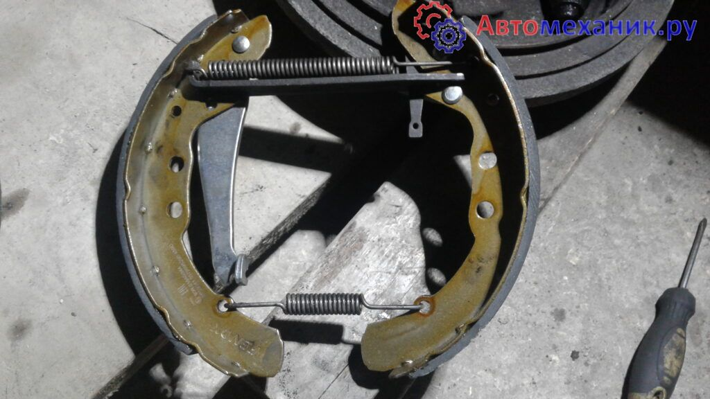 Замена задних тормозных колодок пассат б3